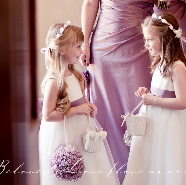 flower girls waiting to enter, Provence Wedding Photographer © beloved love photography #loveasart