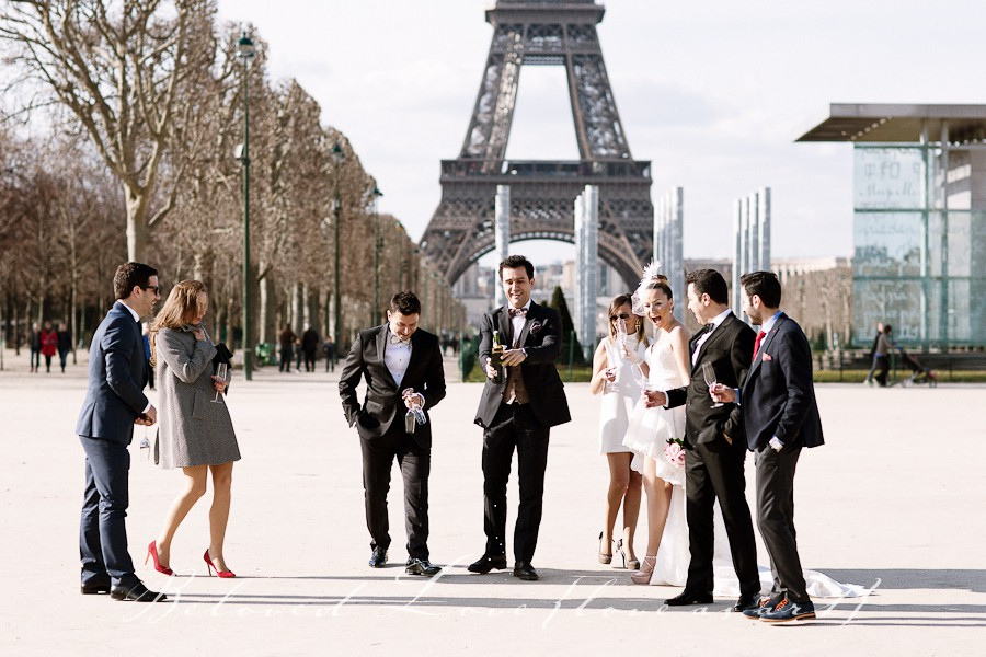Paris elopement wedding photographer Eiffel Tower © beloved love photography #loveasart
