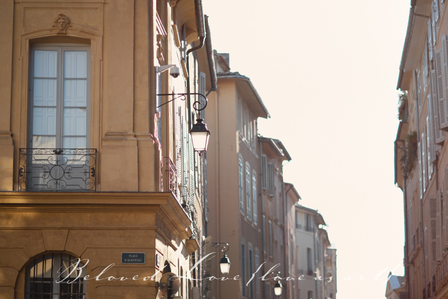 town centre aix en provence wedding photographer © beloved love photography #loveasart